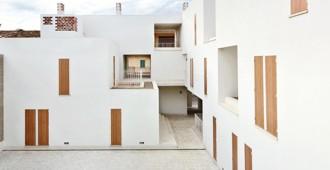 Majorca (Spain): 19 social dwellings in Sa Pobla by RipollTizon
