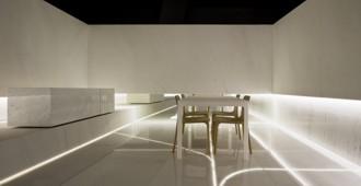 Spain: Blanc. Showroom L'Antic Colonial, Grupo Porcelanosa, Villareal, Castellón - Fran Silvestre Arquitectos