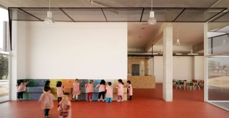 Spain: Nursery School and Kindergarten between palms, Los Alcázares, Murcia - COR & asociados